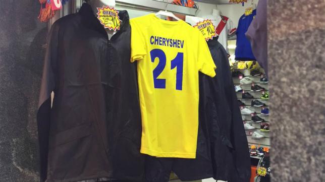 La camiseta del Cádiz CF con el nombre edl jugador ruso ya ha llegado a las calles de Cádiz.