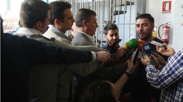 Enrique Ortiz comparece ante los medios de comunicación.