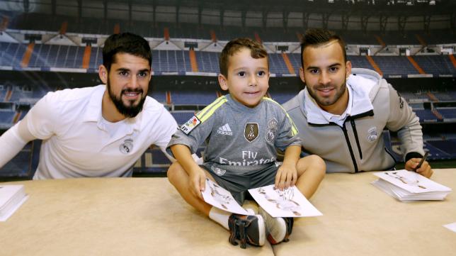 Isco y Jesé firman autógrafos en Cádiz.