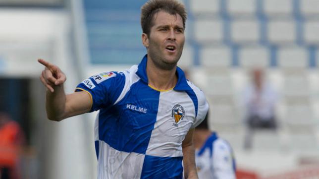 Aníbal Zurdo en un partido con el Sabadell