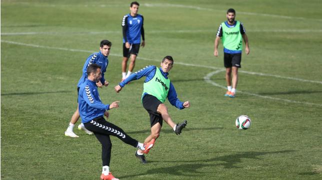 Garrido fue titular ante el Madrid y sigue contando en Liga.
