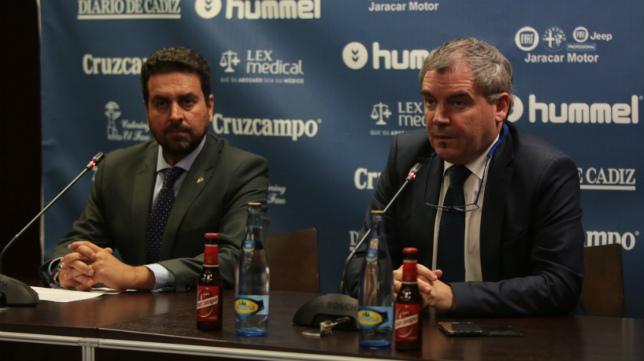Vizcaíno junto al consejero del área jurídica Martín José García Marichal