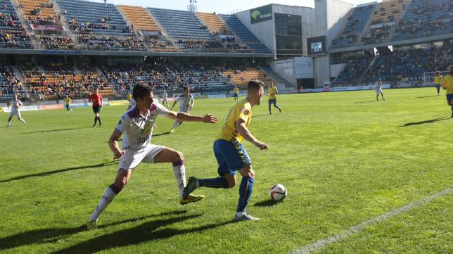 Hugo fue titular ante el Jaén en Carranza