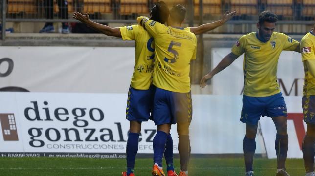Güiza celebra su gol ante el Recreativo