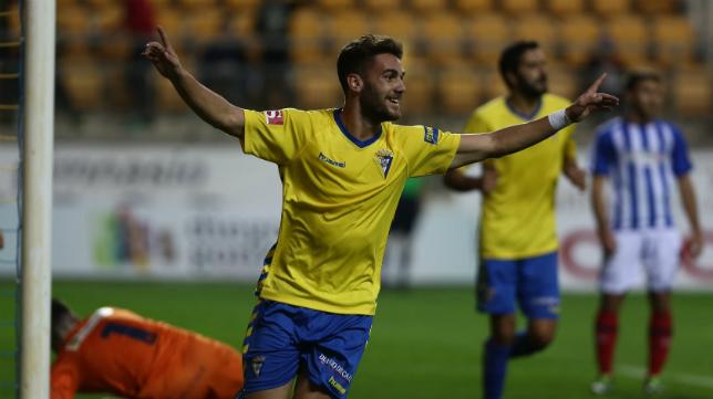 Un gol de Lolo Plá fue clave para situar al Cádiz CF tercero y a cinco puntos del Real Murcia