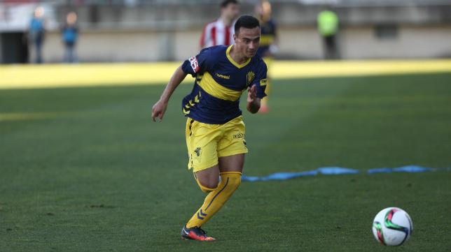 Álvaro García en un partido con el Cádiz CF