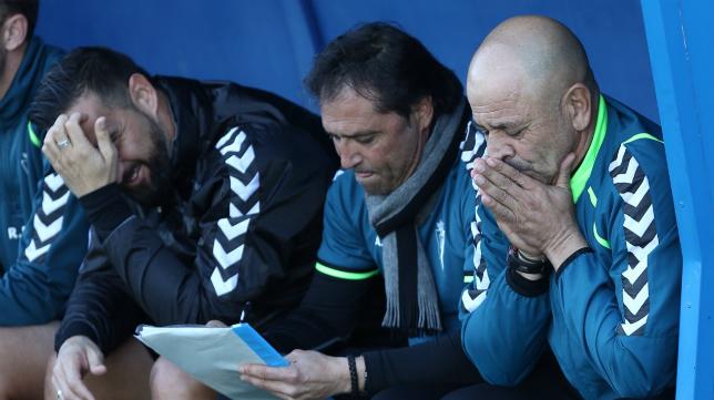 Claudio junto a Alfredo en el banquillo del Nuevo MIrador
