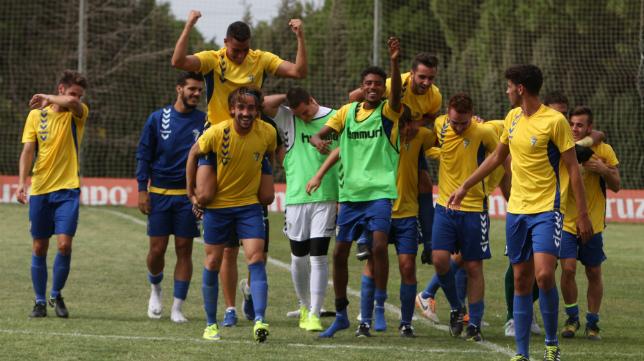 Hasta cinco futbolistas del Cádiz B han viajado con la primera plantilla a Vigo para enfrentarse al Celta.