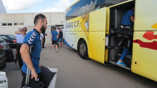 Al Cádiz CF le espera hoy catorce horas de carretera.