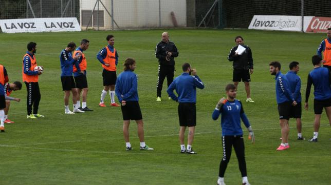 Imagen de un entrenamiento del Cádiz CF en El Rosal.