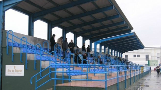 El estadio Navarro Flores de Rota ha sido apercibido de  clausura. / Foto: www.rotaaldia.com