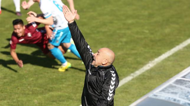 Claudio en el amistoso ante el Zenit en El Rosal.