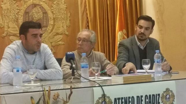 Enrique, Manolo Lapi y Jose Grima en el Ateneo