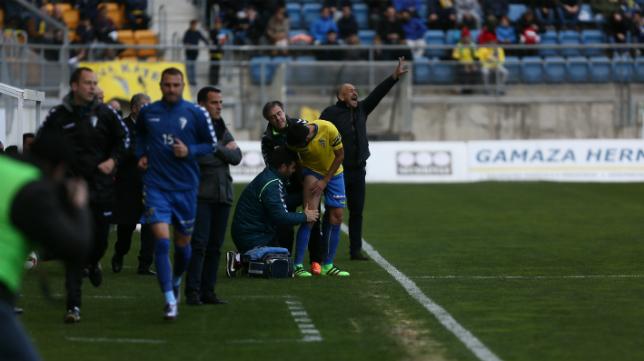 Dani Güiza se lesionó a poco de comenzar el partido ante La Hoya