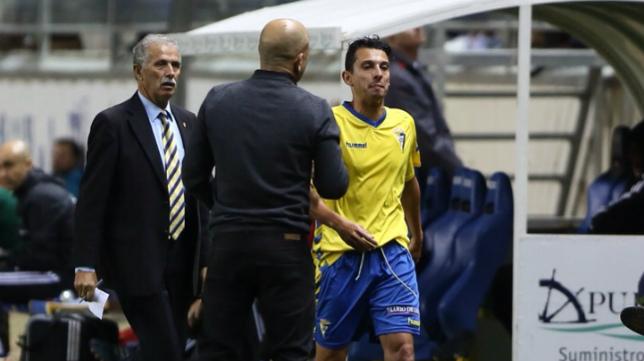 Claudio, en el momento en que 'castiga' con el cambio a Mantecón en el partido de Copa ante el Celta.
