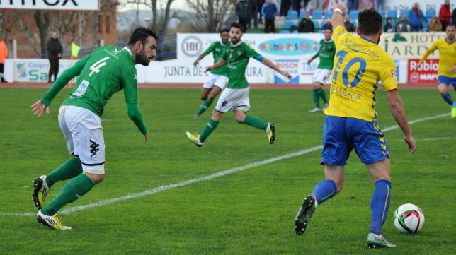 El Cádiz CF jugó con el viento a favor en la segunda parte.