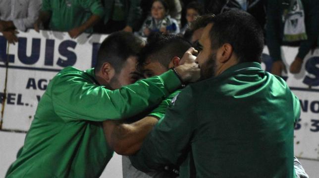 El Villanovense celebra el pase copero previo al sorteo que le emparejó con el FC Barcelona.
