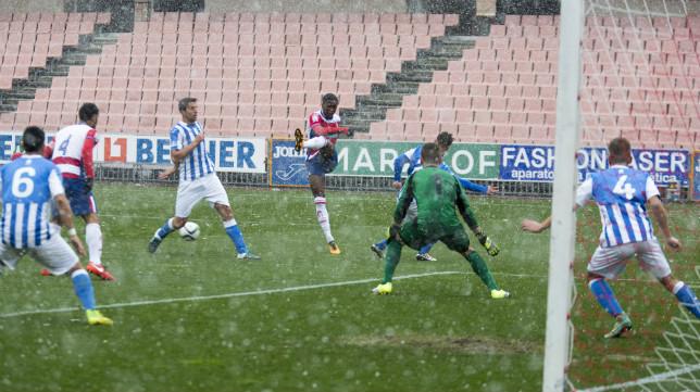 El partido en Los Cármenes se jugó bajo agua-nieve tal y como se aprecia en la imagen.