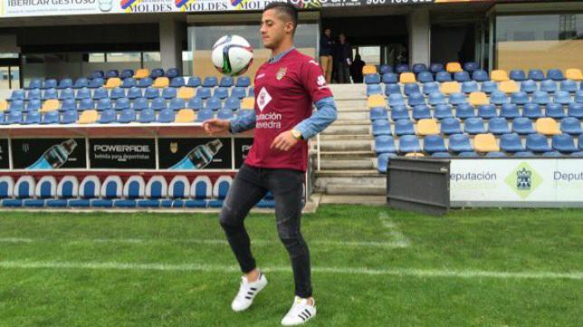 Hugo con la camiseta del Pontevedra