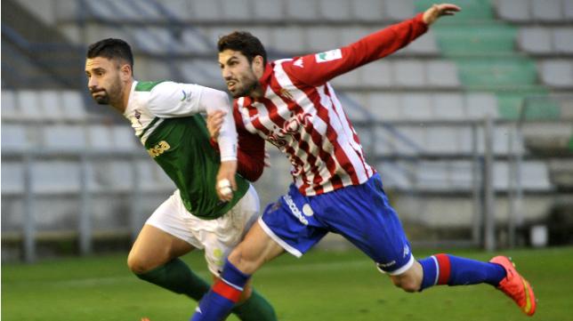 Kike Márquez se marchó en enero al Racing de Ferrol pero no podrá jugar ante el Cádiz Cf.