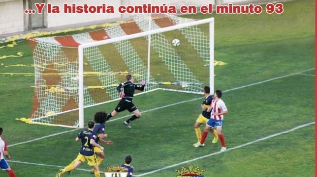 Momento del gol del Algeciras al Cádiz CF con el que ganó el partido.