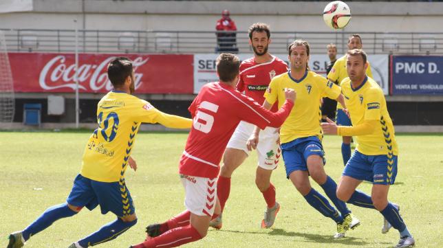David Sánchez, en un lance del partido ante el Murcia