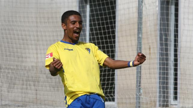 El delantero Román, referente en el Cádiz CF B esta temporada