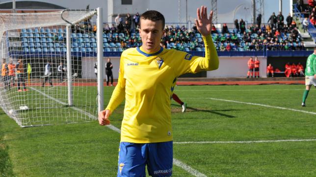 Salvi, que regresaba al Romero Cuerda, marcó los dos goles del Cádiz CF ante el Villanovense