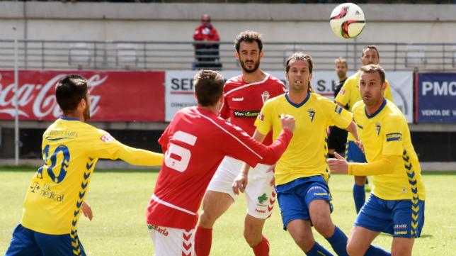 El Cádiz CF supo reaccionar en el campo de La Nueva Condomina.