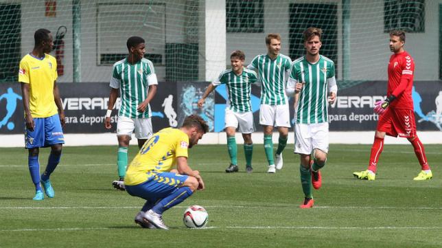 Lolo Plá en un momento del partido del Cádiz CF ante el Betis B