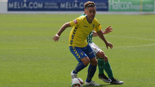 Abel Gómez en un lance del partido ante el Betis B