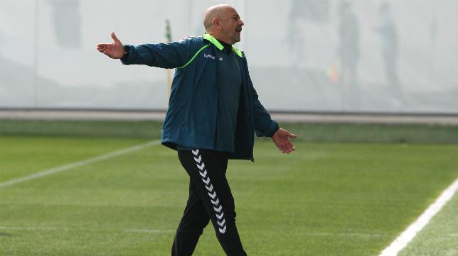 Claudio ante el Betis B