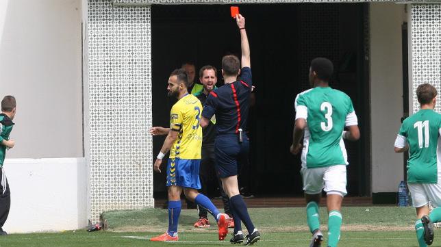 Andrés Sánchez vio la roja el pasado domingo y no jugará en La Línea.