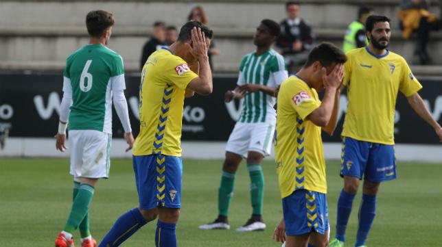 Álvaro y Abel se lamentan en Sevilla tras una ocasión fallada ante el Betis B.