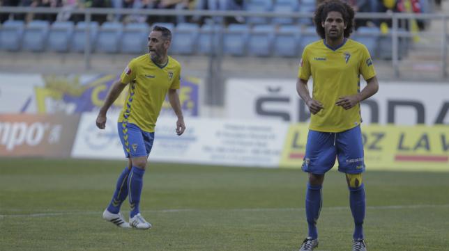 Aridane junto a Abel Gómez ante el Linares