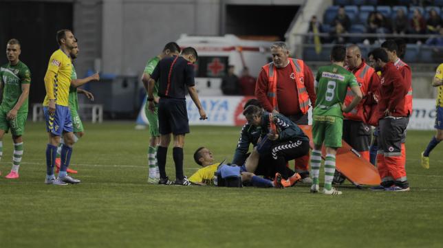 Momento de la lesión de Salvi la temporada pasada ante el Linares