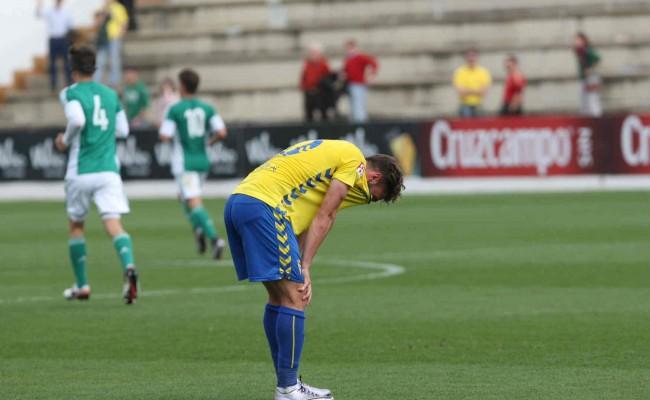Lolo Plá acabó lesionado y desolado el partido.