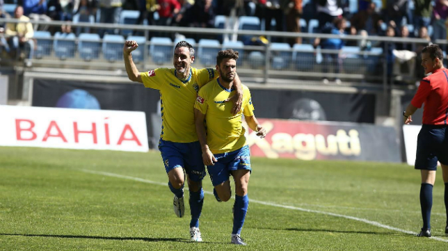 Lolo Plá y Abel Gómez celebran el gol del primero