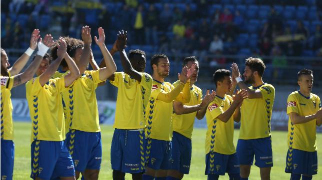 Los futbolistas del Cádiz CF en un partido