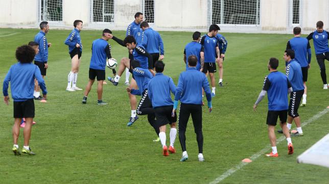 La plantilla del Cádiz CF está enchufada.