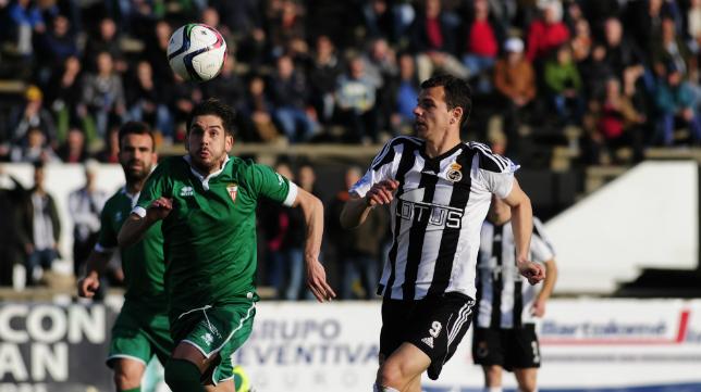 Espinar vio la quinta amarilla en Linares y no jugará ante el Cádiz CF.