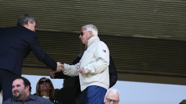 Federico González saluda a Vizcaíno en un partido en Carranza.