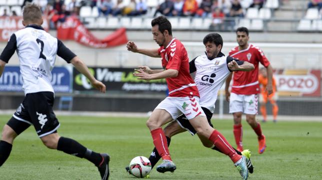 El Murcia de Carlos Álvarez no pudo con el Mérida.
