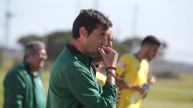 Fernando Niño no da con la tecla y el Cádiz CF B sigue con su caída libre