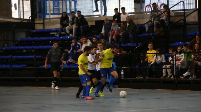 El Cádiz CF Virgili da un golpe sobre la mesa