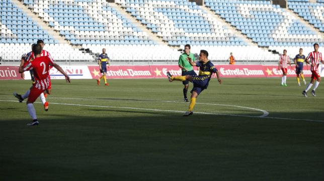Álvaro García, en el momento de conseguir el gol del empate.