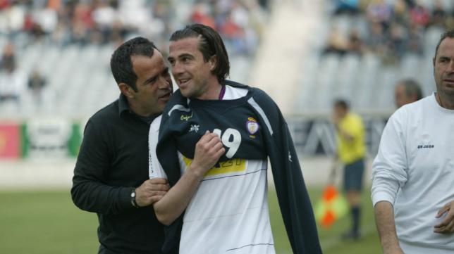 Álvaro Cervera, en la imagen con Mena, exdelantero del Jaén.