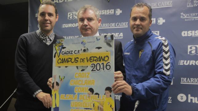 Enrique González, Manuel Vizcaíno y Jesús Medina presentan el cartel.