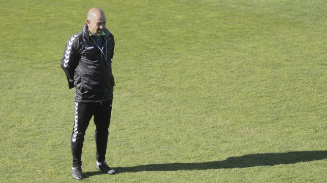 Claudio Barrgán vuelve a estar en el alambre.