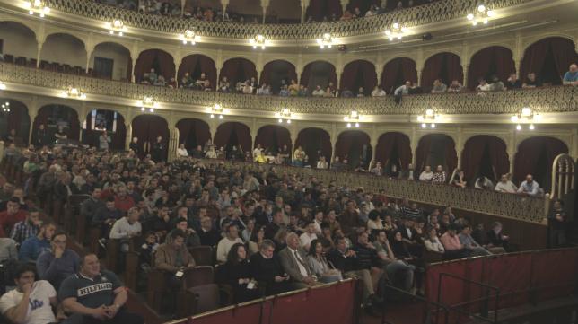 Imagen del Teatro Falla durante la emisión de El Partido de las Doce.